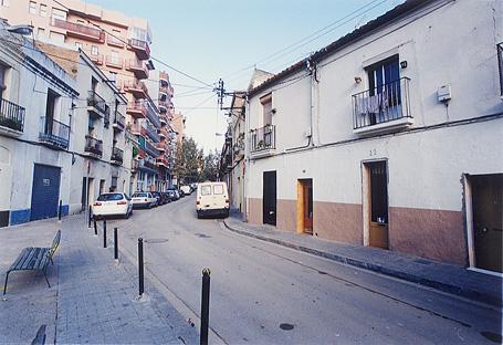 Carrer de Tomàs Padró, al barri barceloní del Camp de l'Arpa