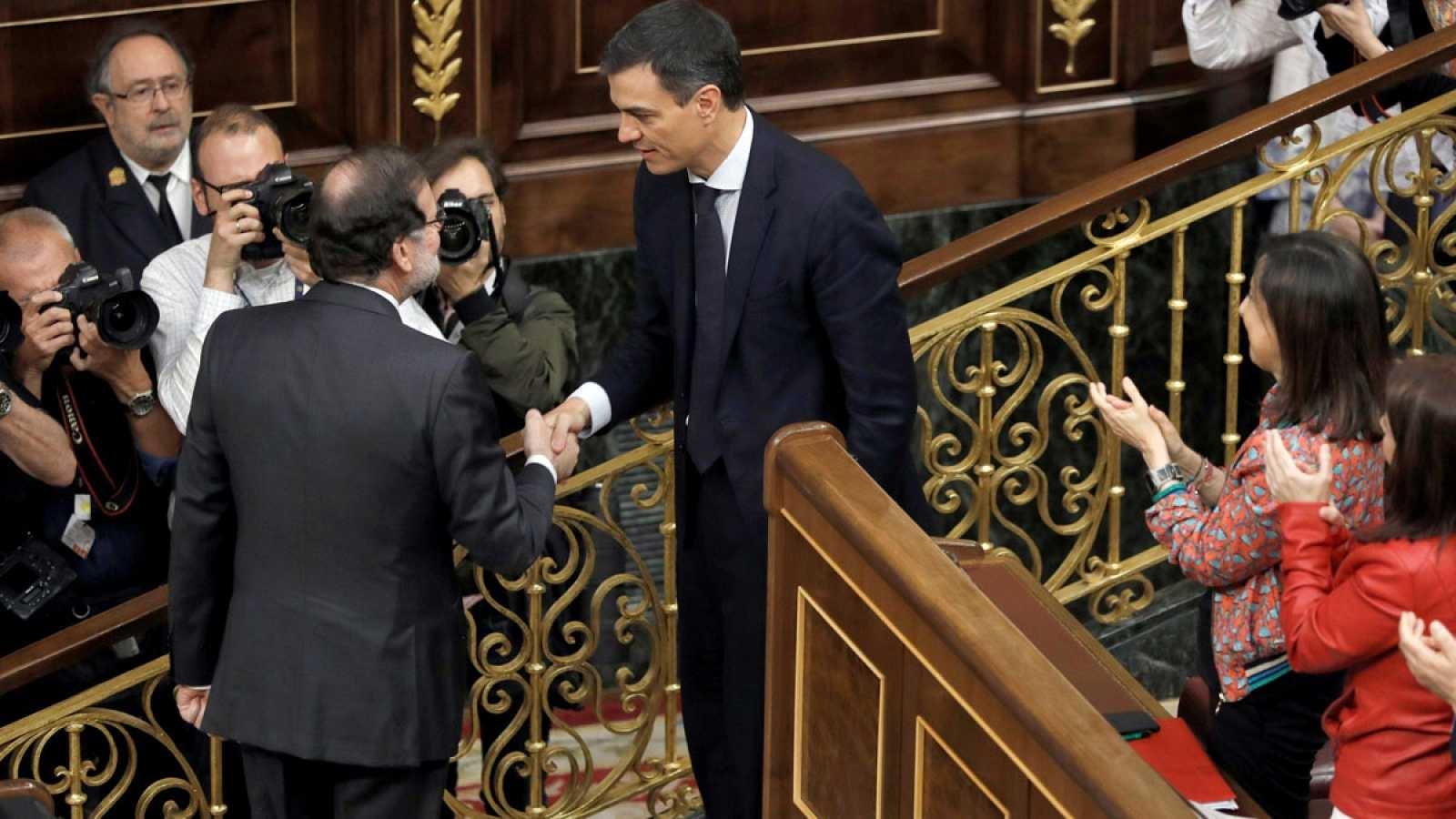 El líder del PSOE, Pedro Sánchez, es va imposar l'1 de juny al llavors president espanyol, Mariano Rajoy (PP), amb una aliança transversal de l'esquerra i les forces catalanes i basques | RTVE